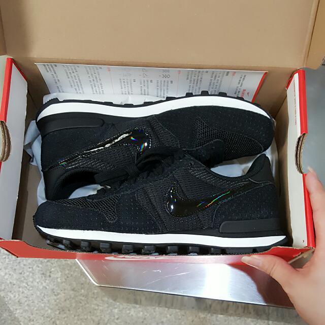Nike Wmns Internationalist 勾勾亮面麂皮運動鞋