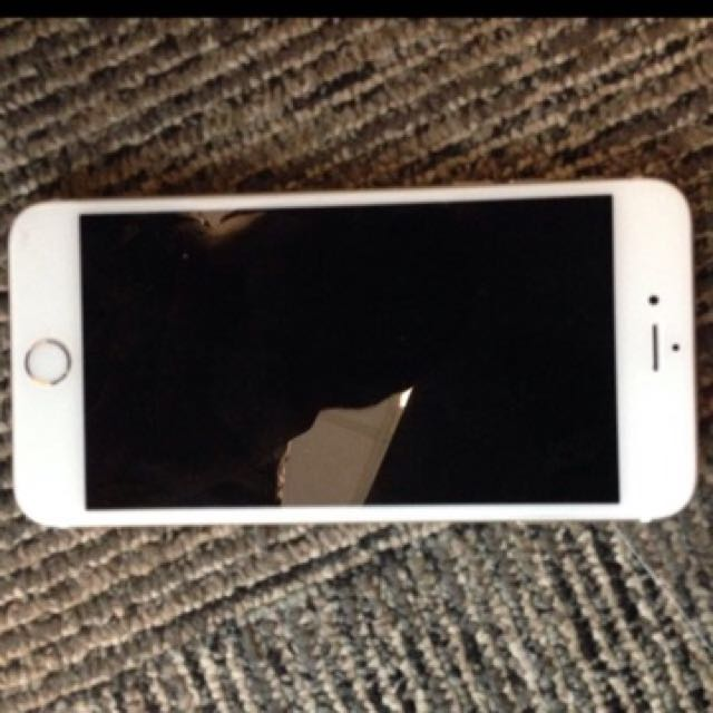 Selling IPhone 6 Plus 64gb Gold. Can Pm Me If U Are Interesting. Box With Charger Only. Can Nego.