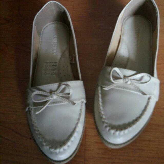 Sepatu connection