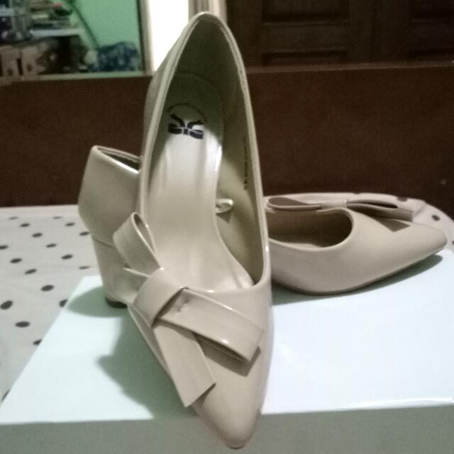 Tltsn Heels Cream FLASH SALE!!!