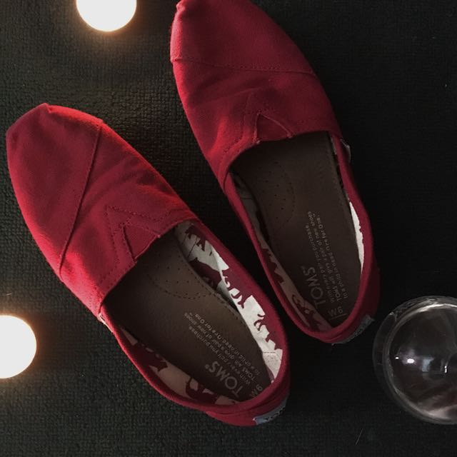 TOMS: Red Shoes