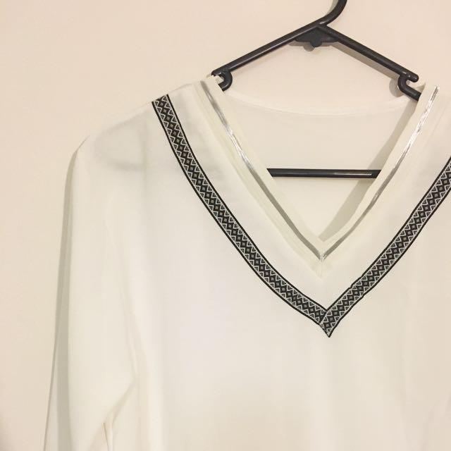 White T Shirt V Neck Size 8