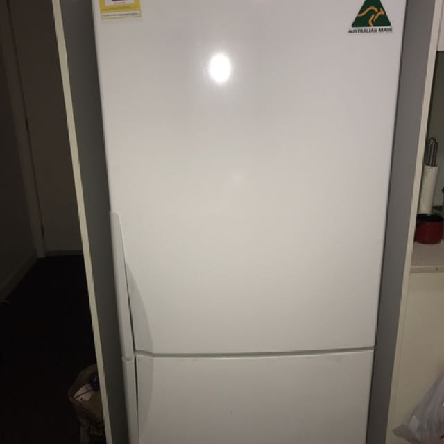 Westinghouse WBM4300WBR 430L Fridge (less than 2 years use)