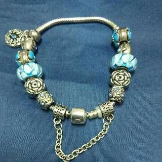 出清特價。潘朵拉風格銀色手鍊。大手圍小巧吊飾幸琉璃珠玫瑰。母親節送禮自用。小資首選