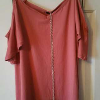 Cold Shoulder Top With Silver Chain Size M