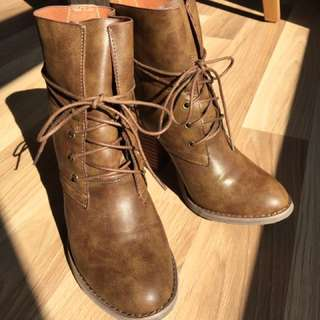 Novo Helium Ankle Boots (Tan, Size 7) AS NEW