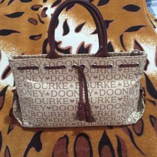 Authentic Dooney & Bourke handbag 👜