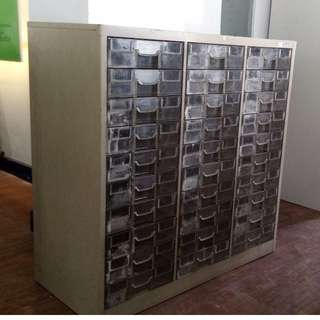 CRYSTAL CABINET, STEEL, OLD WHITE- Japan's Surplus Office Furniture