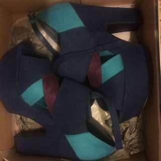 Hannahs Blue Heels Size 7