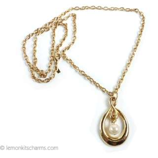Vintage 1980s Faux Pearl Drop Hoop Pendant Necklace, Goldtone Gold-plated Long Chain, nk987-c