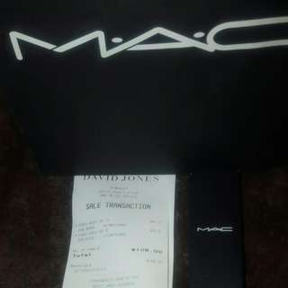 BNIB MAC studio Sculpt Foundation NC 25