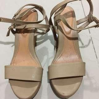 Sandal Wedges Size 37
