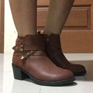Sepatu Boot Size 37