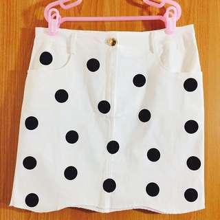 白色點點短裙