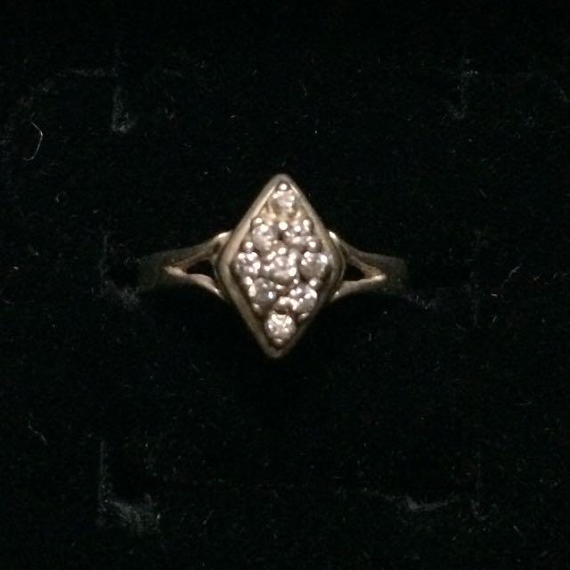 925 Sterling Silver Diamond Shaped Ring w/ Zirconia Stones