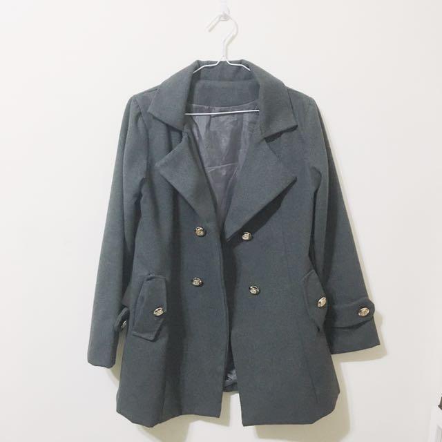 深灰大衣外套