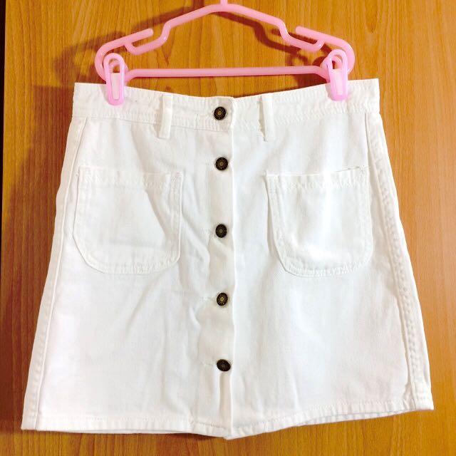扣子白色牛仔短裙