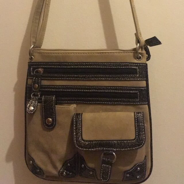 Adorable Satchel Style Purse!