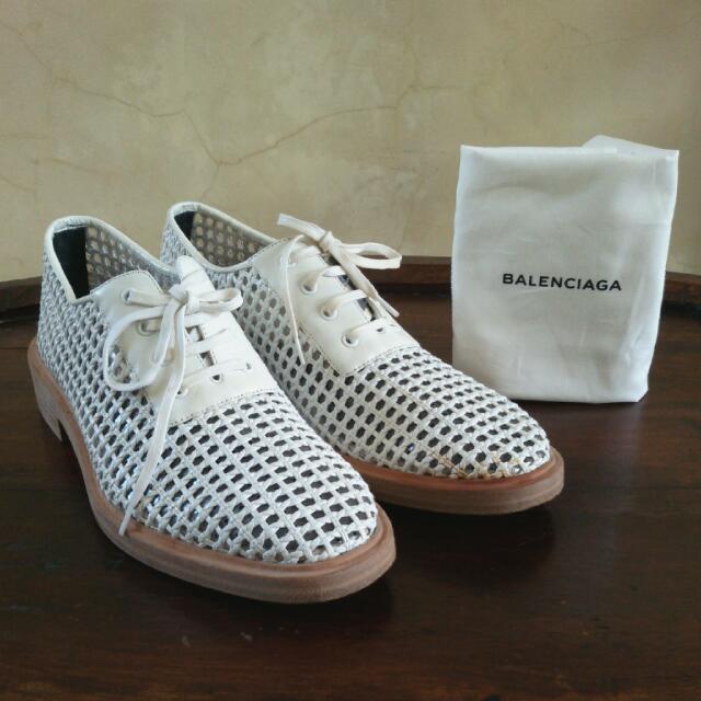 BALENCIAGA White Woven Derby Shoes ➖ Sepatu BALENCIAGA Putih