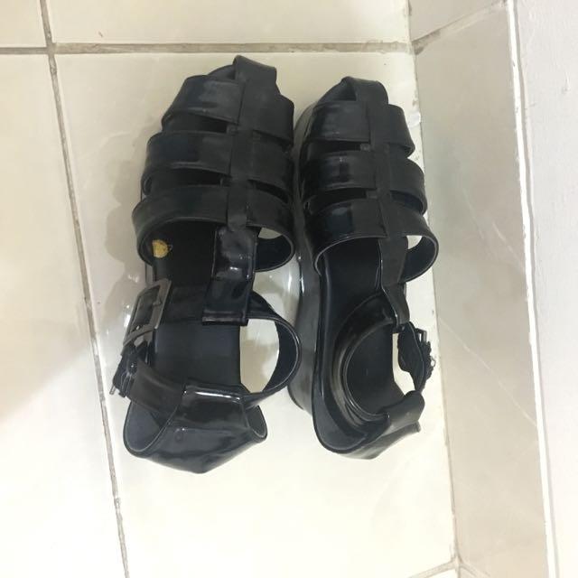UNIQLO black jellyshoes