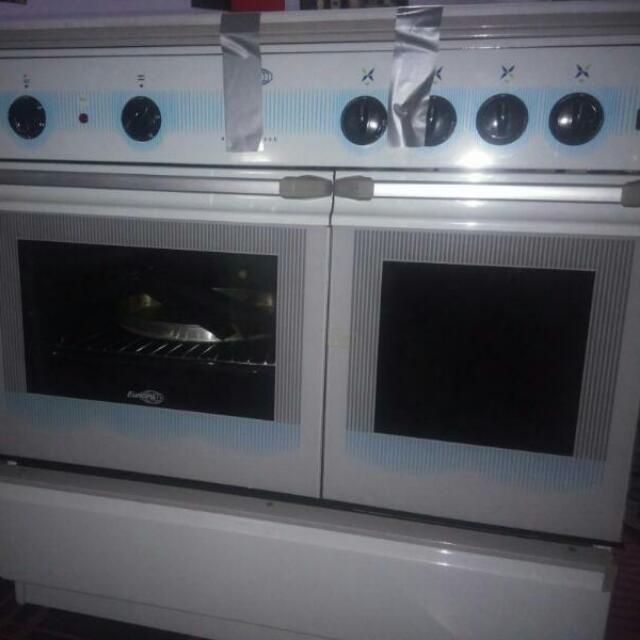Europa Free Standing Cooker Kitchen
