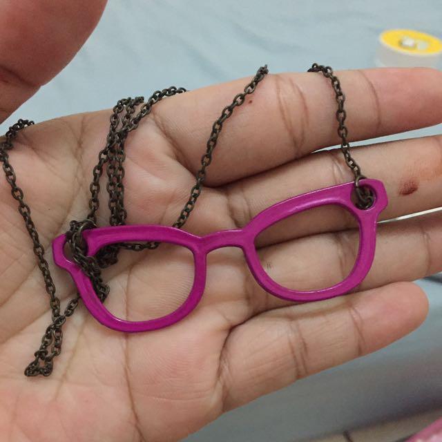 Kacamata Kalung