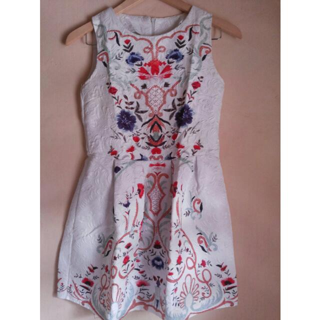 Korean Dress Motif Embroidery Print