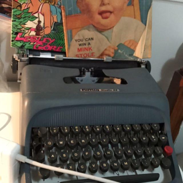 Olivetti Studio 44 Vintage Typewriter