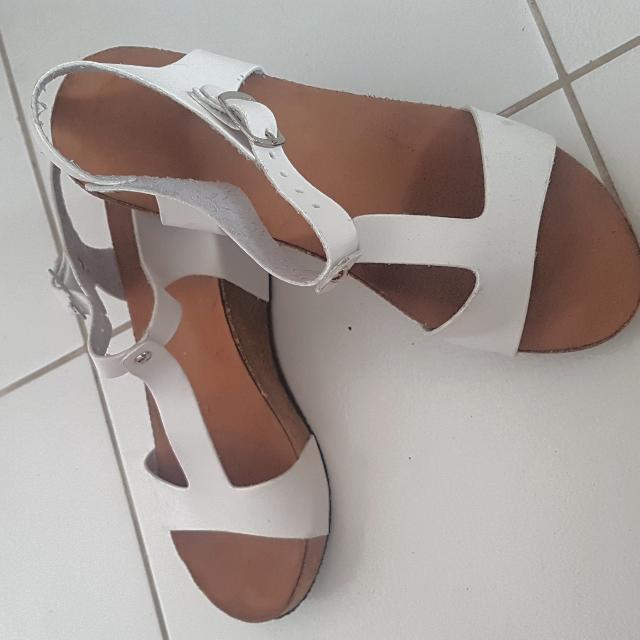 Primadonna White Sandals Size 7
