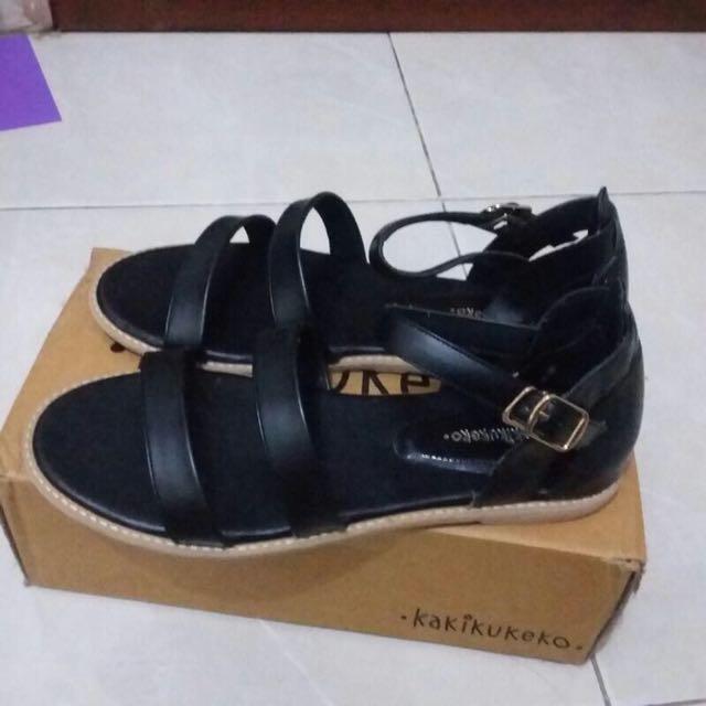 Sepatu Sandal Kakikukeko
