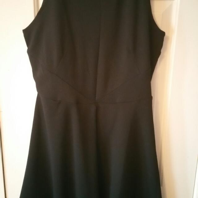Sleeveless dress size M