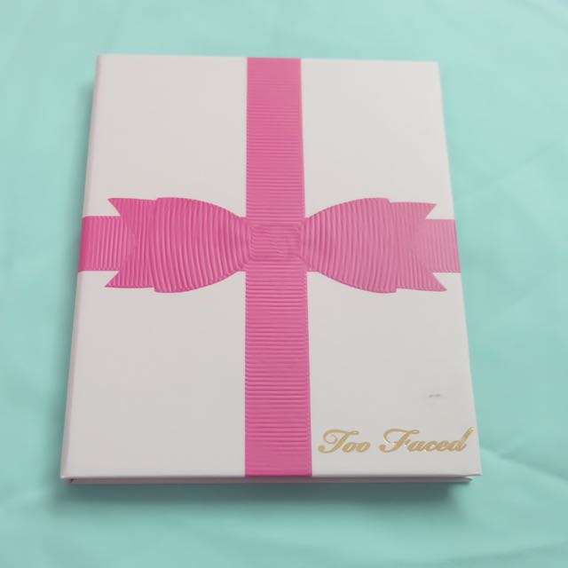Too Faced Holiday Edition Eyeshadow Pink Robbon Palette