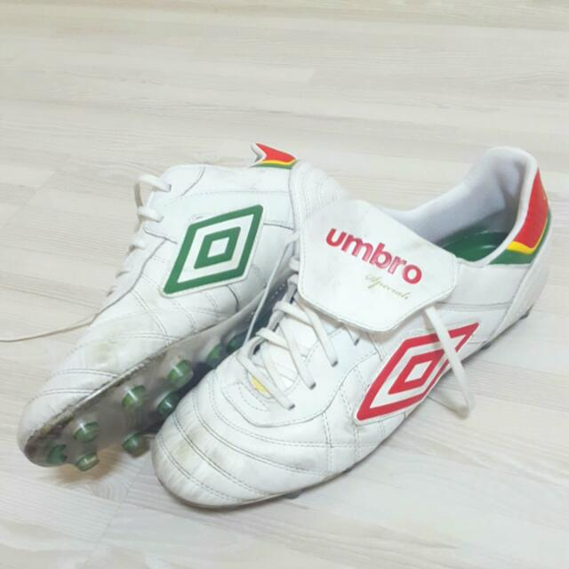wholesale dealer b1f27 43e49 Umbro Speciali Eternal Pro HG Pepe White Red LIMITED EDITION Soccer Boot,  Sports, Sports   Games Equipment on Carousell