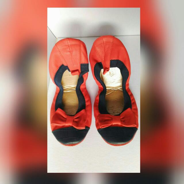 SALE: AUTHENTIC Yosi Samra Flats