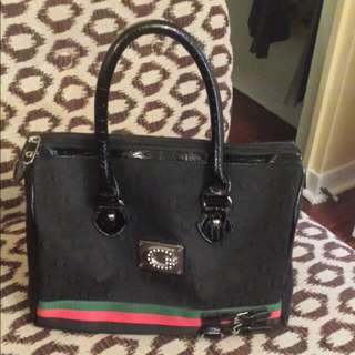 women's black guess handbag
