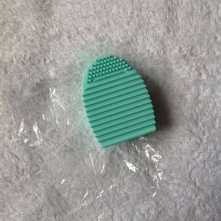 Brush Egg (brush cleaner)