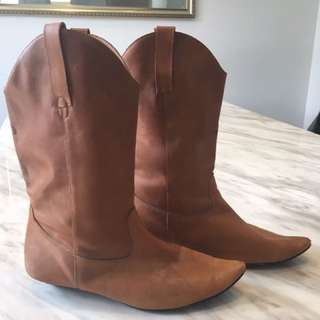 100% Leather Size 39 Tan Boots || FREE EXPRESS POST