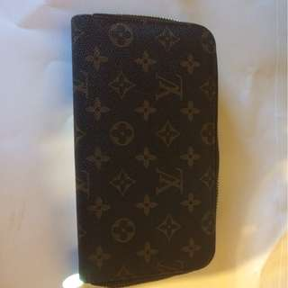 Louis Vuitton Brown genuwine Leather Signiture Clutch wallet