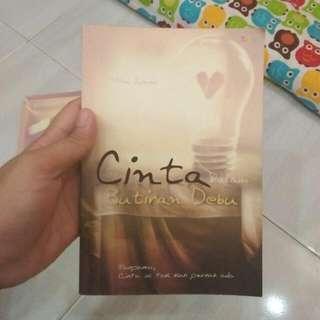 Novel Cinta Dalam Butiran Debu