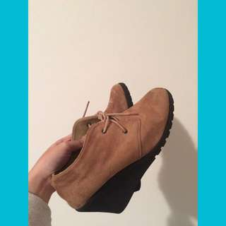 Grosby lace-up wedge ankle boots