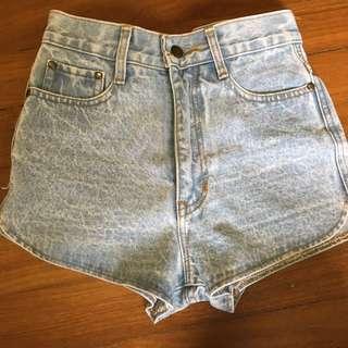 Curved Light blue denim shorts