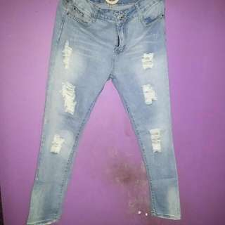 Ripped Jeans (No Brand)