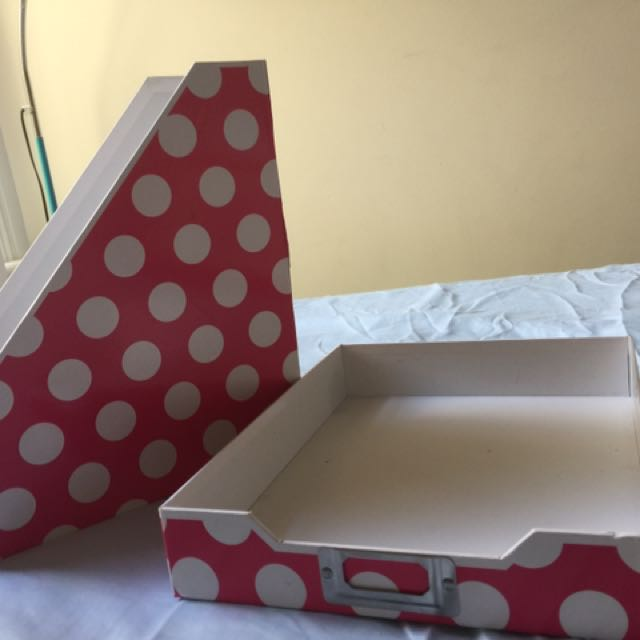 Dotted Organizing Tray And Book Holder