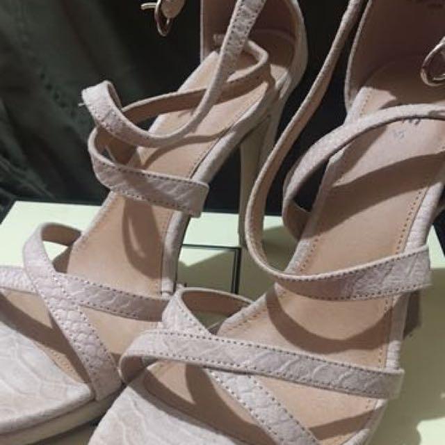 二手❤️熱銷❤️H&M 裸色交叉 好搭好穿 寶藍 婚禮 OL 歐美高跟鞋