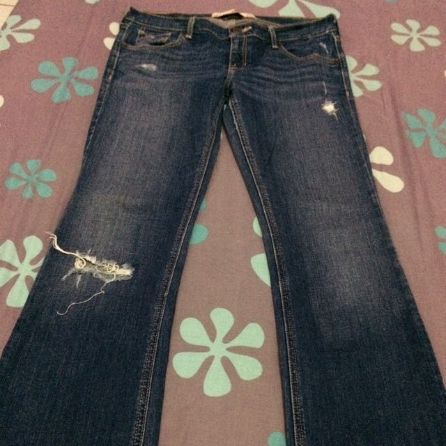 Authentic Hollister tattered stretchy jeans