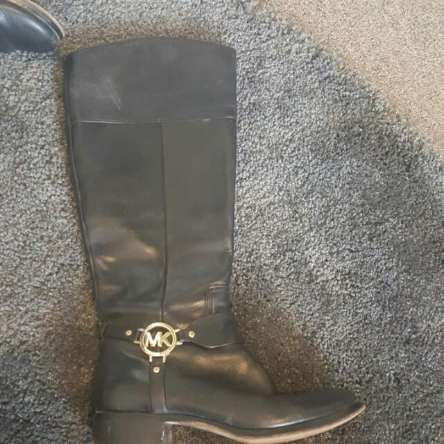 MICHAEL KORS KNEE HIGH RIDING BOOTS.