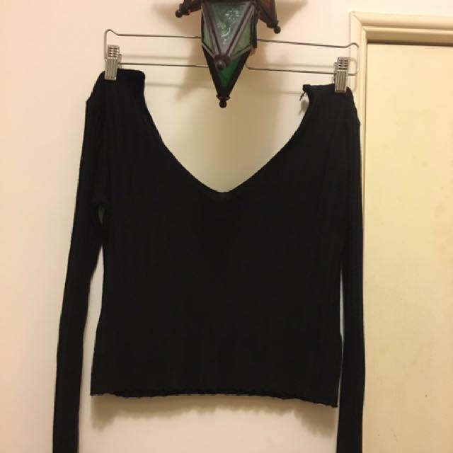 PULL&BEAR 歐美黑色大V領上衣 #我的旋轉衣櫃