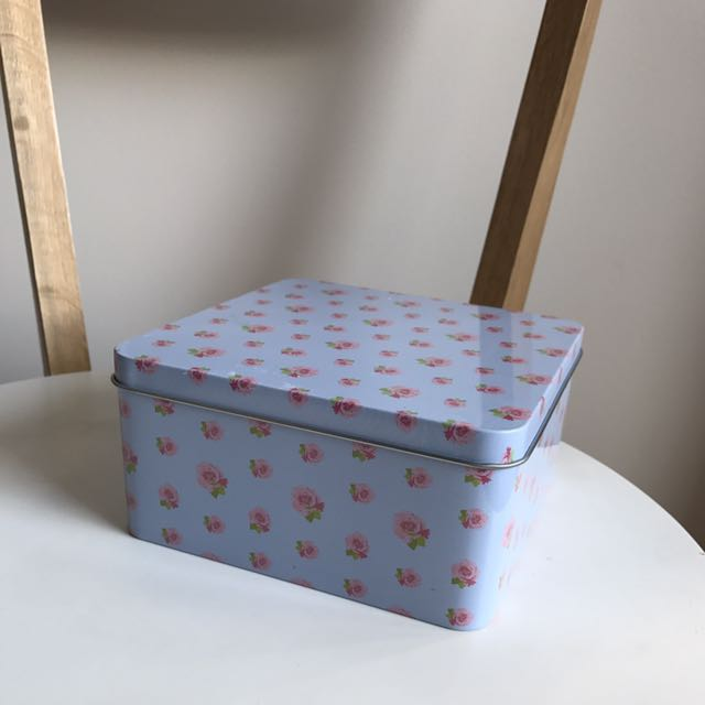 rosey floral box