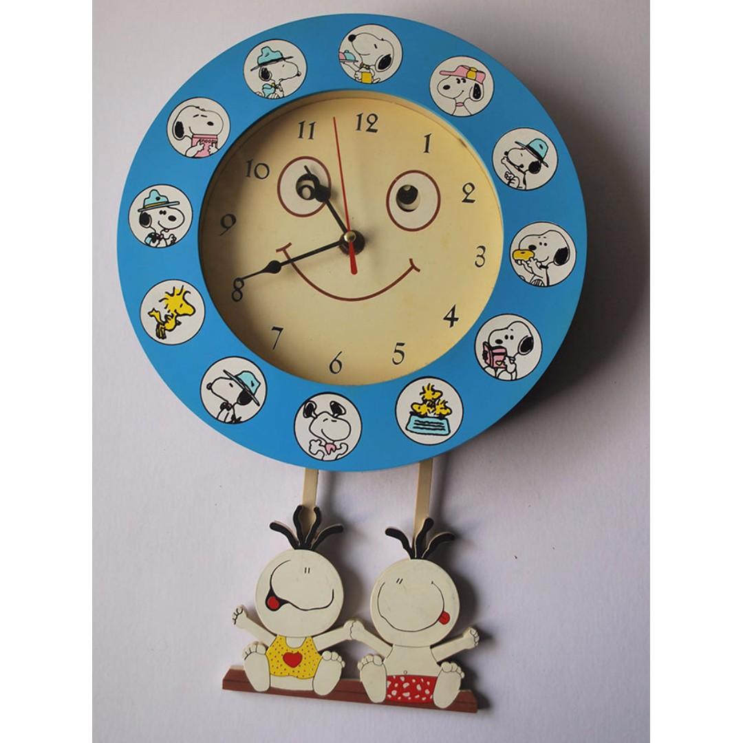 Snoopy pendulum clock