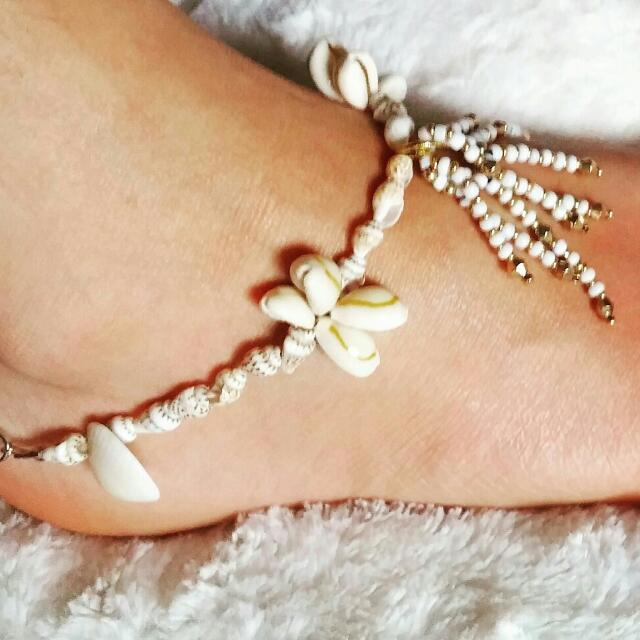 Woman's Sea Shell Anklet With Dangly Beaded Tassel
